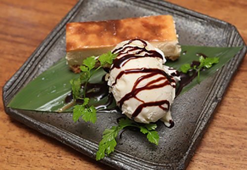 手作りベイクドチーズケーキ-バニラアイス添え